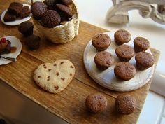 Chocolate muffins 1:12