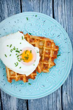 Ziemniaczane gofry z żółtym serem II Cooking for Emily Cheddar, Waffles, Fries, Food And Drink, Lunch, Cooking, Breakfast, Recipes, Diet