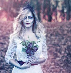This is Halloween ! Noiva Carol em seu Trash the Dress Dark sinistro! Suas flores são as originais do dia do casamento ! Que ideia massa! Obrigado Carol pela oportunidade. Vestido da @vivianspier_atelier maquiagem original da @bella_maquiadora www.rafaelohana.com #wedding #noiva #bride #corpsebride #rocknrollbrides #rocknroll #love #casamento #weddingbrasil2017 #weddingbrasil