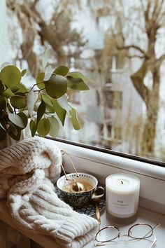 Processed with VSCO with preset Autumn Aesthetic, Book Aesthetic, Aesthetic Vintage, Coffee Presentation, Coffee Candle, Coffee Pictures, Coffee Photography, Fall Wallpaper, Coffee And Books