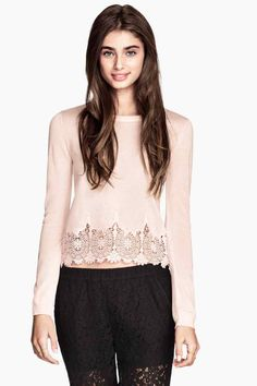 Pull maille fine en dentelle rose pale H&M New Wardrobe, Winter Wardrobe, Couleur Rose Pale, Kids Fashion, Autumn Fashion, Lace Knitting, Knit Lace, H&m Online, Pulls