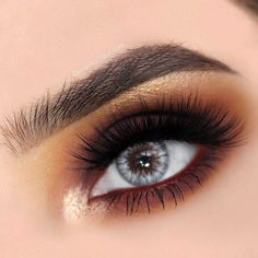 If you have deep set eyes, you are in luck! Read this article and find out the secrets of perfect makeup and get to know which makeup ideas will suit your eyes best! Deep Set Eyes Makeup, Eyeshadow For Blue Eyes, Best Eyeshadow, Sexy Makeup, Kiss Makeup, Glam Makeup, Beauty Makeup, Makeup Goals, Makeup Tips