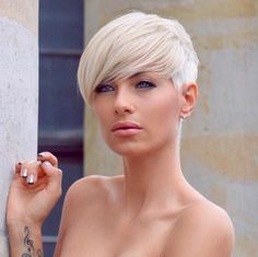 From super short chops as well as sassy pixies to elegant bobs that compliment all women, great options about short blonde hair colors. Chic Hairstyles, Pixie Hairstyles, Pixie Haircut, Blonde Hairstyles, Celebrity Hairstyles, Short Blonde Haircuts, Short Hair Cuts, Pixie Cuts, Medium Hair Styles
