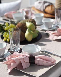 Balmuir Linen napkin in shade silver pink.