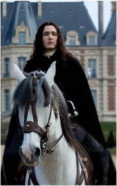 Monsieur. Alexander Vlahos as Philippe, duc d'Orleans in Versailles La Série (2015) Saison 1