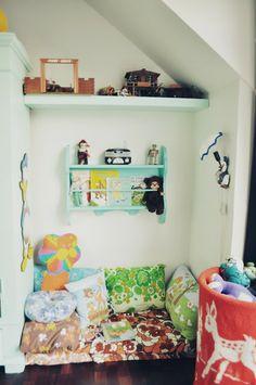 elle belle - skønne sager og lækkert design til børn: Skøn inspiration til indretningen af børneværelset hos Tjalfe på 1½ år..