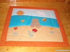 ChinookDesign -bababútor, gyerekbútor, babaágy, falvédő, faliszőnyeg, gyerekfalvédő, babafalvédő, takaró, gyerektakaró, ágytakaró, ágyterítő, babatakaró, babaágynemű, babaszoba textil, gyerekszoba textil, lakástextil, patchwork