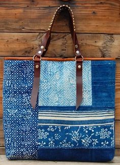 Great for soft used denim and cotton scraps.and all my leather pieces Patchwork Bags, Quilted Bag, Denim Patchwork, Jean Purses, Purses And Bags, Tote Purse, Tote Handbags, Tote Bags, Recycle Jeans