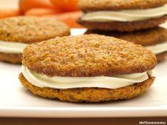 """Galletas """"Tarta de zanahoria""""Ingredientes: (para 12 galletas) * Para el relleno: –120 gr. de mantequilla a temperatura ambiente – 300 gr. de azúcar glas – 120 gr. de queso Philadelphia frío"""