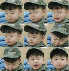 Manse crying over Daehan that Manse loves Daehan and Minguk. Cute Asian Babies, Cute Babies, Triplet Babies, Superman Baby, Song Daehan, Song Triplets, Korean Drama Movies, My Boys, Babys