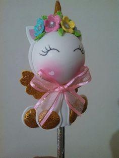 Unicornio baby en goma eva Foam Crafts, Diy And Crafts, Crafts For Kids, Unicorn Birthday Parties, Unicorn Party, Pen Toppers, Unicorn Balloon, Party Sweets, Unicorn Crafts