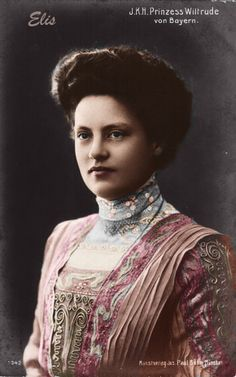 Princess Wiltrud of Bavaria was a younger daughter of King Ludwig III of Bavaria and a sister of Crown Prince Rupprecht.  The extraordinary good looks of the Bavarian royals continued into this generation,
