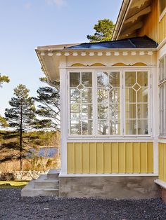 Fantastic Interior colour schemes federation homes,Interior modern house painting and Interior paint colors for log cabins. Swedish Cottage, Paint Colors For Home, House Exterior, House Design, Summer House, Cottage Style, House Painting, Modern Living Room Interior, Exterior Paint Colors For House