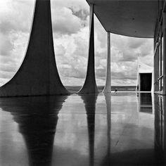 Palácio Da Alvorada Brasilia By Oscar Niemeyer