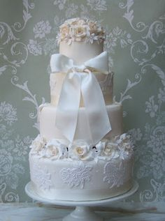 Ivory roses wedding cake - love the peach and white lace, very feminine