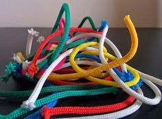 Don't throw that scrap of paracord away!! Here are the ABSOLUTE best ways to use your paracord scraps. http://paracordplanet.blogspot.com/2014/06/much-ado-with-near-nothing.html
