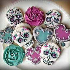 Don't forget to swipe for more! This set was so fun! Love the colors the customer chose 😍🌹💀 Fall Cookies, Iced Cookies, Cute Cookies, Royal Icing Cookies, Cupcake Cookies, Cookies Et Biscuits, Cupcakes, Halloween Cookies Decorated, Halloween Sugar Cookies