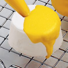 Quick-Pour Fondant Icing is a great choice for covering cakes, cupcakes, cookies or petits fours with a dazzling silky finish.