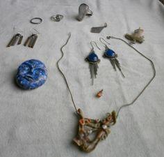 Occasione gioielli : 2p. orecchini, 2 spille, 3 anelli, 3 pendenti + 1 catenina