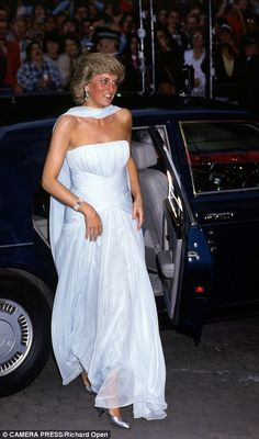 Diana showed her knack for old-school Hollywood glamour by including a fabulously elegant scarf and shoulder-dusting sapphire earrings, completing the look with matching satin heels