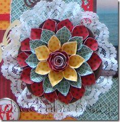 Flor de papel de scrapbooking e renda