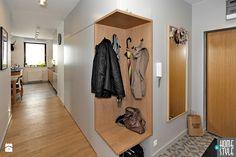 REALIZACJA mieszkania z czarnym jeleniem - Hol / przedpokój, styl nowoczesny - zdjęcie od HOME & STYLE