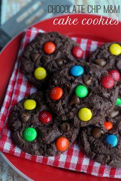 Chocolate Chip M&M Cake Cookies on { lilluna.com } #cookies