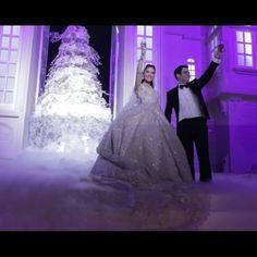 Those magical moments 😍😍 Tag a 2017 bride 👰 More of this wedding on our Facebook page ( Link in Bio) ___________________ ▪Wedding dress : Elie saab @eliesaabworld. ▪Wedding planner : Mine @pamelamansourmehanna @ramzi_mattar. ▪Photographer: Brightlightimage @brightlightimagephotography ▪Wedding venue : Biel beirut. ▪Makeup artist : Bassam fattouh @bassamfattouh . ▪Hair dresser : Wassim morkos @wassimmorkos. ____________________ #lebaneseweddings #kkandlama  @lamadannawi
