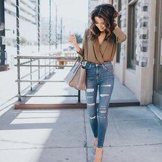 Pin for Later: S'habiller Pour la Mi Saison Est Plus Facile Que ce Que Vous Croyez — la Preuve Un Chemisier, un Jean Taille Haute, et des Escarpins