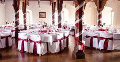 Dekoration für Hochzeit - Stuhlhussen mit wienroten Schleifen/Bändern