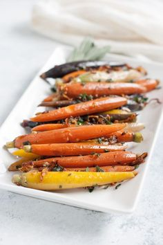 Carrots with Shallots Sage and Thyme // vegan vegetarian holiday Thanksgiving recipe Easy Meat Recipes, Delicious Vegan Recipes, Side Dish Recipes, Raw Food Recipes, Healthy Recipes, Side Dishes, Meatless Recipes, Carrot Recipes, Recipes Dinner