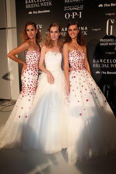 Backstage de Cymbeline en Barcelona Bridal Week 2014 #Moda nupcial #Vestidos de novia #Novia #Bride #Bridal #WeddingDresses http://www.barcelonabridalweek.com/