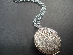 Silver+Locket+Necklace++Jewelry+Round+Photo+by+RhondasTreasures,+$20.00