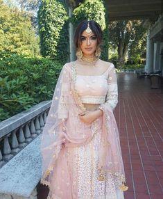 New Ideas Indian Bridal Wear Dresses Saris Indian Bridal Outfits, Indian Bridal Wear, Indian Fashion Dresses, Dress Indian Style, Pakistani Bridal, Pakistani Outfits, Bridal Dresses, Indian Bridal Jewelry, Indian Wedding Makeup