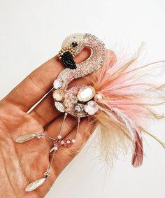 Автор @marizaycevajewelry 〰〰〰〰〰〰〰〰〰〰〰〰〰〰 По всем вопросам обращайтесь к авторам изделий!!! #ручнаяработа #брошьизбисера #брошьручнойработы #вышивкабисером #мастер #бисер #handmade_prostor #handmadejewelry #brooch #beads #crystal #embroidery #swarovskicrystals #swarovski #купитьброшь #украшенияручнойработы #handmade #handemroidery #брошь #кольеручнойработы #кольеизбисера #браслеты #браслетручнойработы #сутажныеукрашения #сутаж #шибори #полимернаяглина #украшенияизполимернойглины