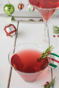 Christmas Cosmopolitan is made with pomegranate juice, ginger beer (or ale) for sweetness and, of course, vodka.