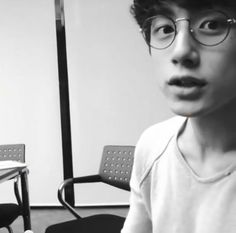 I have a thing for guys who can pull off circle glasses (O-O) Japanese Boy, Japanese Models, Hetalia, Kentaro Sakaguchi, Ken Tokyo Ghoul, Actors Male, High School Host Club, Look At The Stars, Japanese Street Fashion
