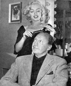 Marilyn Monroe - September 1953 - with Jack Benny in his CBS show recorded at the Shrine Auditorium, shortly after the release of Gentlemen Prefer Blondes; she sang Bye Bye Baby, a song from the movie and played a sketch with him called Honolulu Trip M Jack, Jack Benny, Norma Jean Marilyn Monroe, Marilyn Monroe Photos, Divas, Norma Jeane, Celebs, Celebrities, American Actress