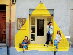 protected facade of the vegan restaurant Rayen at Lope de Vega street in Madrid has been .The protected facade of the vegan restaurant Rayen at Lope de Vega street in Madrid has been . Cafe Design, Store Design, House Design, Design Art, Interior Design, Design Ideas, Madrid Restaurants, Turbulence Deco, Yellow Painting