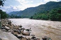 La cuenca alta del río Magdalena termina en los rápidos de Honda, que han impedido la continuidad de la navegación por el río, debido a la turbulencia de sus aguas.