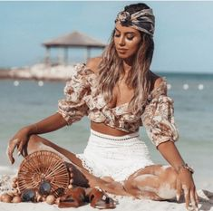 Zimmermann crop top + high waisted white eyelet shorts + turban outfit Source by vivaluxury Boho Hippie, Womens Fashion Online, Latest Fashion For Women, Fashion Week, Boho Fashion, Fashion Boots, Spring Fashion, Fashion Trends, Praia Casual