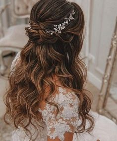 Every detail of the wedding is something new couples should care about. Among them, hairstyle is undoubtedly a very important point for the bride. A hairst # Wedding Hairstyles for long hair 36 Elegant And Fresh Wedding Hairstyle Trendy In 2019 - SooShell Quince Hairstyles, Wedding Hairstyles For Long Hair, Elegant Hairstyles, Down Hairstyles, Hairstyle Wedding, Hairstyle Ideas, Bridal Hairstyles, Hairstyles For Weddings, Belle Hairstyle