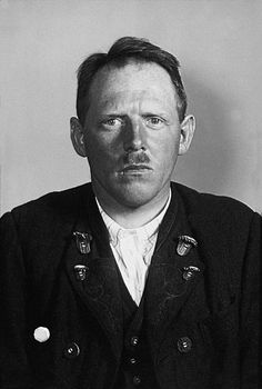 In 1939 Leopold Engleitner was given a choice by the Gestapo: renounce his beliefs as a Jehovah's Witness or be arrested.