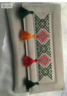 """İsmek atölye çalışması çantam """"This post was discovered by Saf"""" Embroidery Bags, Hand Embroidery Stitches, Hand Embroidery Designs, Cross Stitch Embroidery, Embroidery Patterns, Knitting Patterns, Cross Stitch Designs, Cross Stitch Patterns, Sewing Crafts"""