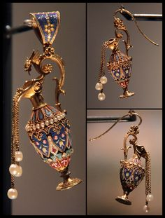 Micro-mosaic pendant and earrings; Roma, circa 1870. Now in the Victoria and Albert Museum.