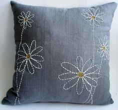 sashiko style stitching on plain grey - elegant pillow Cushion Embroidery, Sashiko Embroidery, Hand Embroidery Designs, Embroidery Patterns, Embroidery Thread, Sewing Pillows, Diy Pillows, Decorative Pillows, Throw Pillows