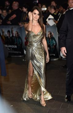 It was all about glitz and glam for Penelope Cruz who sauntered along the red…