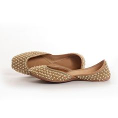Shop online Punjabi Jutti, Khussa, Mojari in new designs Indian Shoes, Indian Clothes, Indian Fashion, Punjabi Fashion, Shoe Game, Indian Wear, Wedge Shoes, Shoes Heels, Pumps