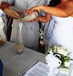Ritual de mistura das areias de Salvador e de Jeri