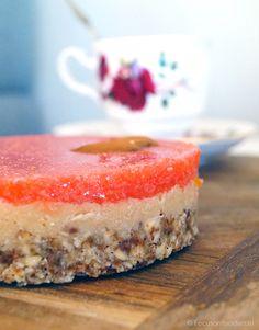 Aardbei cheesecake (glutenvrij, suikervrij, zuivelvrij & vegan!)